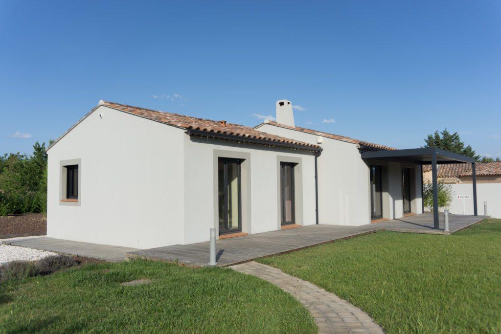 maison neuve maisons blanches var